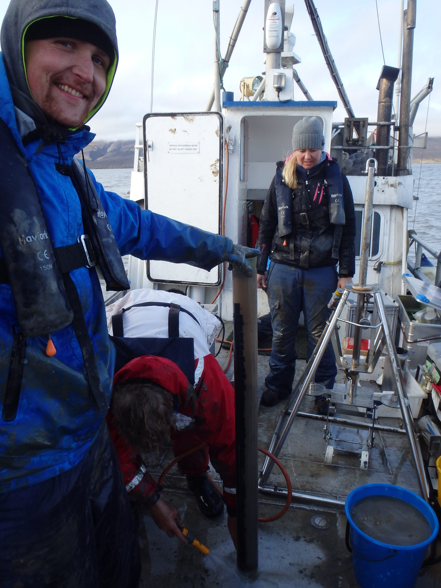 Claus Pelikan happy with his catch of Svalbard sediment | Research Group Loy | APRI